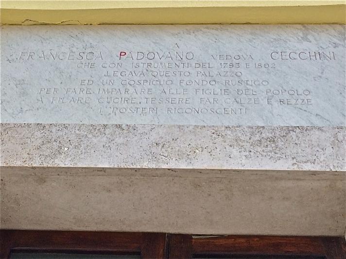 Targa sul portone d'ingresso dell'Istituto: A Francesca Padovano che con instrumenti del 1793 e 1802 legava questo palazzo ed un cospicuo fondo rustico per fare imparare alle figlie del popolo a filare, cucire, tessere, fal calze e rezze. I posteri riconoscenti.