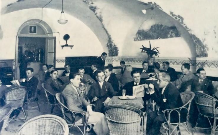 Ortona, Salone per l'ascolto della radio, collezione privata