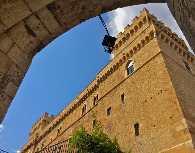 Castello Piccolomini - Celano, aprile 2015