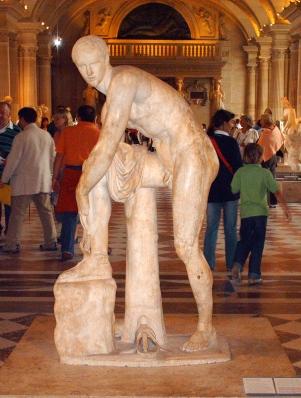 Ermes, marble statue - Louvre Museum, Paris, August 2009