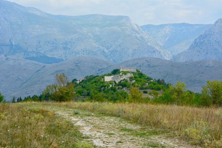 Alba Fucens in Massa d'Albe - panorama del borgo medievale, agosto 2015