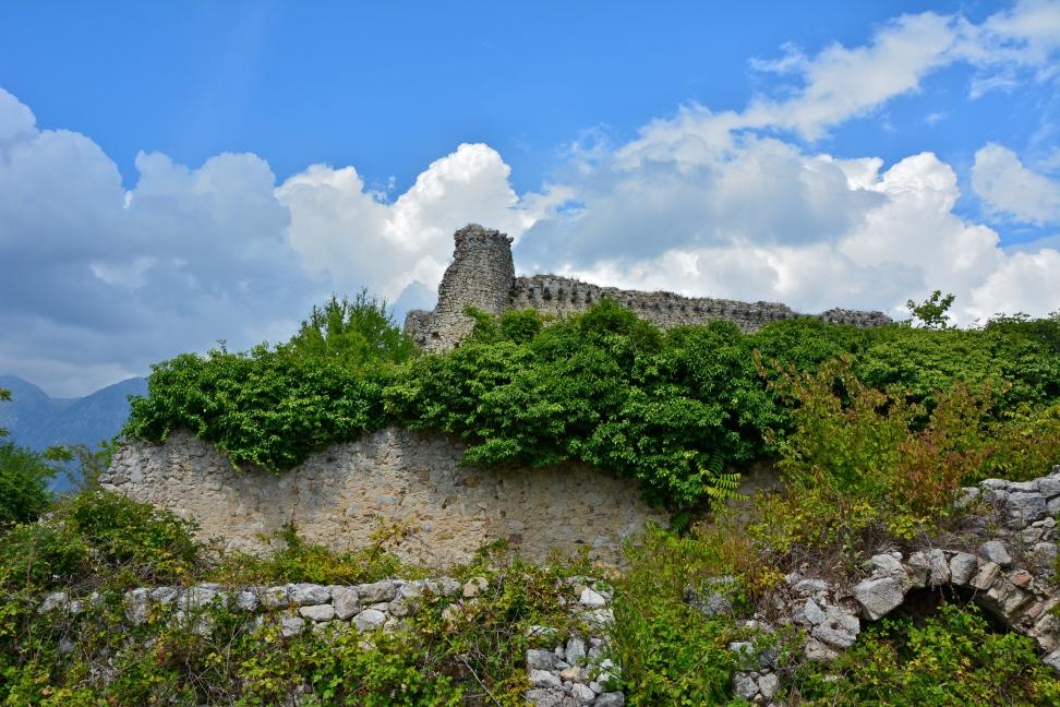 Alba Fucens, borgo medievale - Massa d'Albe, agosto 2015