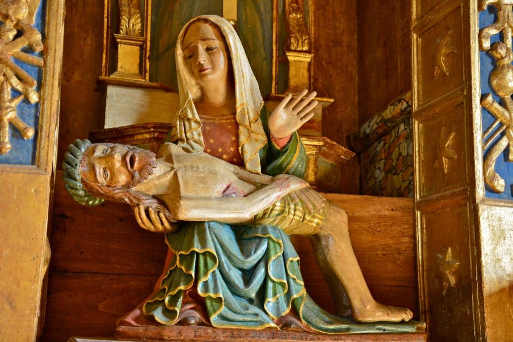 Pietà lignea, dettaglio dell'altare di Santa Maria in Piano, Loreto Aprutino, gennaio 2015
